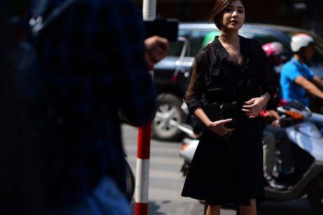 Ao choang dai, chat lieu long - luoi 'lan at' loat street style VIFW ngay 3 - Anh 12