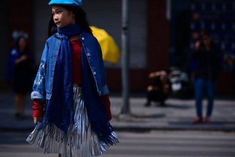 Ao choang dai, chat lieu long - luoi 'lan at' loat street style VIFW ngay 3 - Anh 13
