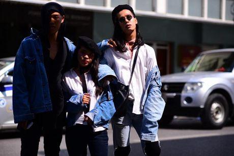 Ao choang dai, chat lieu long - luoi 'lan at' loat street style VIFW ngay 3 - Anh 15