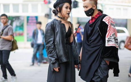 Ao choang dai, chat lieu long - luoi 'lan at' loat street style VIFW ngay 3 - Anh 16