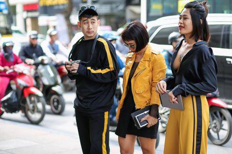 Ao choang dai, chat lieu long - luoi 'lan at' loat street style VIFW ngay 3 - Anh 17