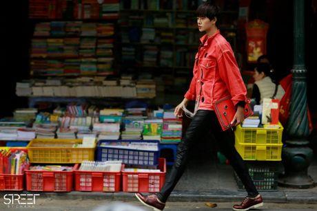 Ao choang dai, chat lieu long - luoi 'lan at' loat street style VIFW ngay 3 - Anh 4