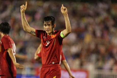 Cong Vinh lai 'that nghiep' truoc them AFF Cup: Tot cho AFF Cup, cho DT Viet Nam - Anh 1