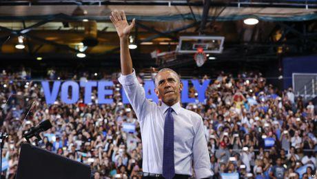 Ong Obama rao riet van dong phut chot cho ba Clinton - Anh 1