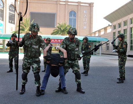 Bien phong Cua khau Viet Nam - Trung Quoc dien tap chong khung bo nam 2016 - Anh 1
