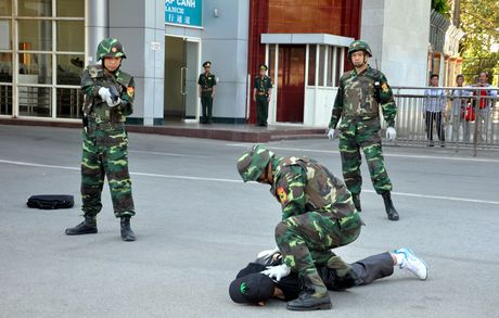 Bien phong Cua khau Viet Nam - Trung Quoc dien tap chong khung bo nam 2016 - Anh 3