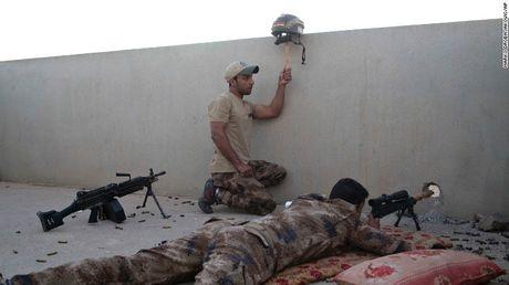 Quan Iraq giao tranh IS tren duong pho Mosul - Anh 2