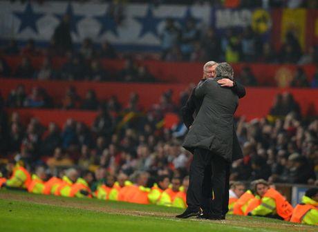 CDV MU doi sa thai Mourinho, hy vong Sir Alex tro lai - Anh 1