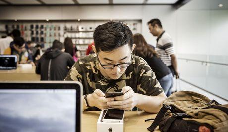 Nguoi Trung Quoc dua nhau do may cu len iPhone 7 - Anh 1