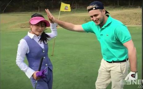 2 nguoi gia mao golf thu, lieu linh sang Trieu Tien thi dau - Anh 3
