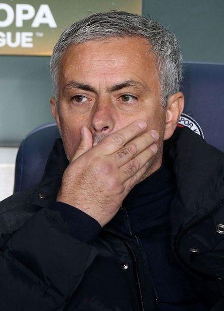 Cuoc tinh Mourinho vs MU: Bong toi so hai - Anh 2