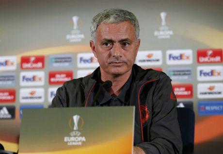 Mourinho ly giai viec Schweinteiger duoc tro lai tap luyen o Man Utd - Anh 1
