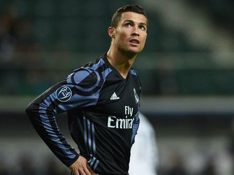 Zidane dung so bi 'chui', hay cho Ronaldo du bi! - Anh 1