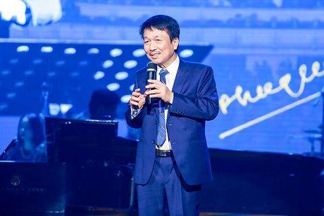 Di nghe Phu Quang, chi de 'xem' Ngoc Anh hat? - Anh 2