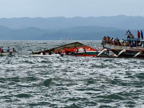 Vu dam thuyen o Indonesia: Da co 54 nguoi thiet mang - Anh 1