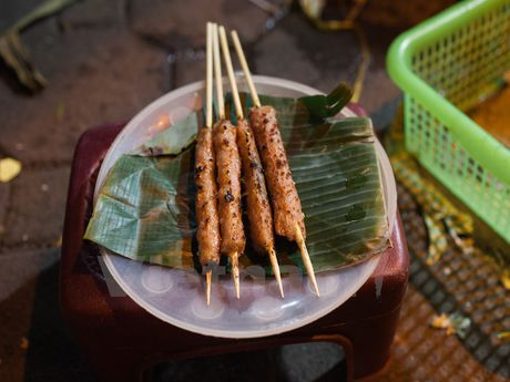 Cung kham pha am thuc duong pho ve dem cua nguoi Ha Noi - Anh 11
