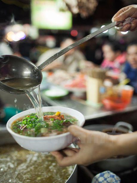 Cung kham pha am thuc duong pho ve dem cua nguoi Ha Noi - Anh 3