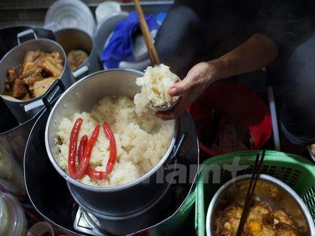 Cung kham pha am thuc duong pho ve dem cua nguoi Ha Noi - Anh 4