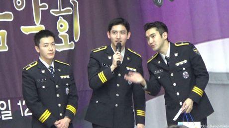 My nam Big Bang noi duoi 3 dan anh lam canh sat - Anh 2