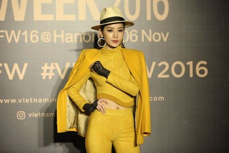 Dan hoa, a hau kieu sa tren tham do Vietnam International Fashion Week - Anh 13