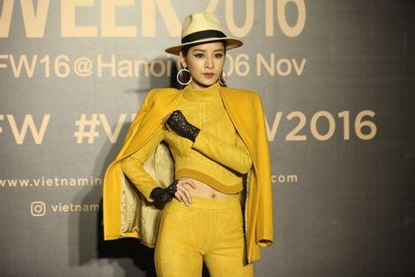 Dan hoa, a hau kieu sa tren tham do Vietnam International Fashion Week - Anh 13