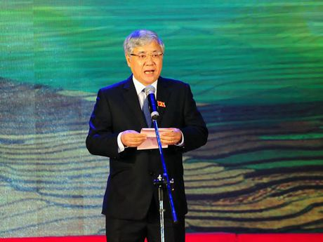 'Muon phat trien vung cao chi con cach cham lo cho giao duc' - Anh 1