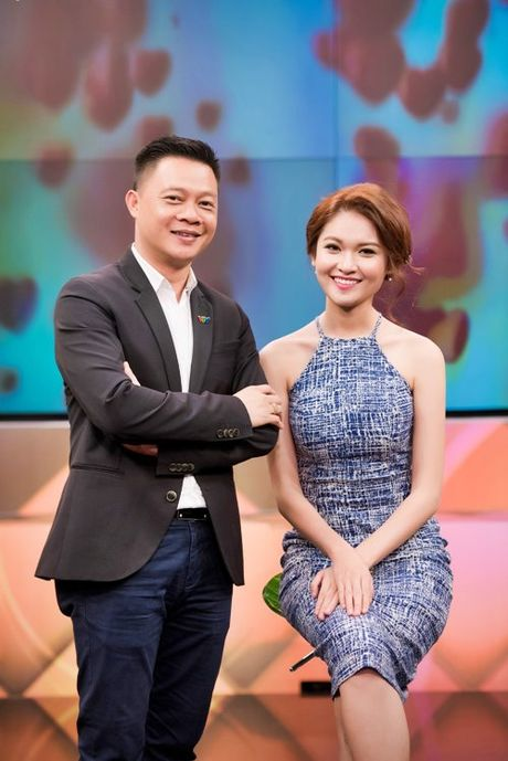 A hau Thuy Dung tro tai hat tieng Anh tren VTV - Anh 2