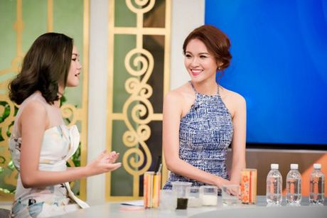 A hau Thuy Dung tro tai hat tieng Anh tren VTV - Anh 3