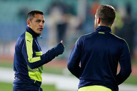 Sanchez 'ninh kheo' co dong vien Arsenal - Anh 1