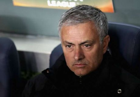 Trong luc 'dau soi lua bong', hoc tro khien Mourinho am long - Anh 1