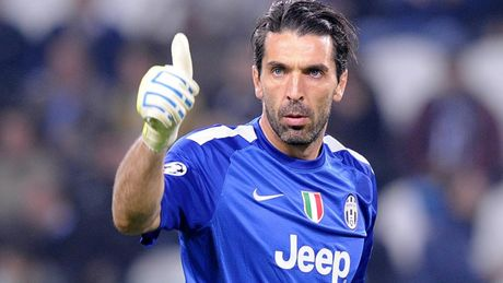 Buffon lai sap dat cot moc 'khung' o Serie A - Anh 1
