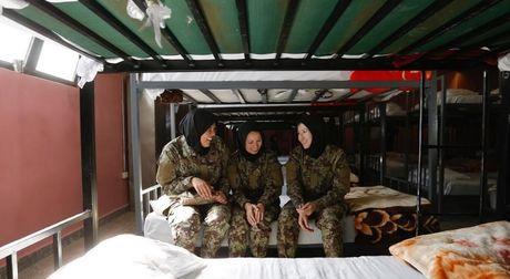 Dot nhap truong dao tao nu quan nhan o Afghanistan - Anh 10