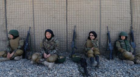 Dot nhap truong dao tao nu quan nhan o Afghanistan - Anh 13
