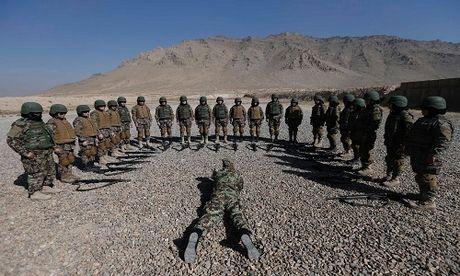 Dot nhap truong dao tao nu quan nhan o Afghanistan - Anh 1