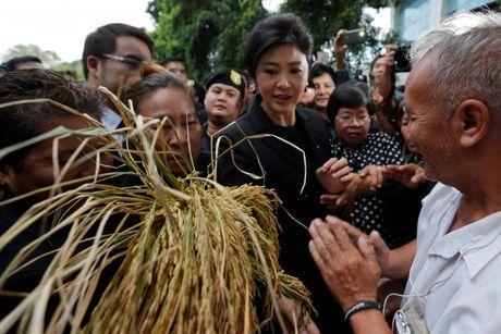 Ba Yingluck khong chiu dung ben le - Anh 1