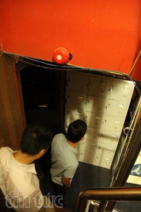 Quan Hai Ba Trung ra quan kiem tra cac co so kinh doanh karaoke - Anh 4