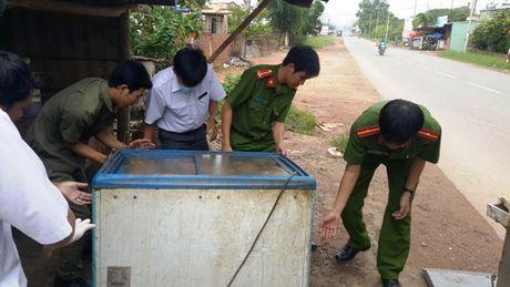 Binh Duong: Canh giac khi mua thuc pham dong lanh o cho - Anh 3