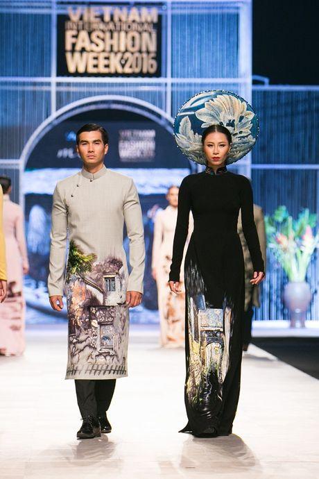 Trang Khieu, A hau Truong Thi May can quet san catwalk - Anh 11