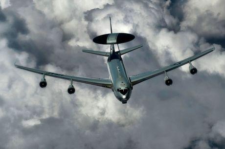 Nga co vu khi hoan hao de khien may bay do tham NATO 'mu tit' - Anh 1
