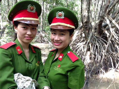 Nu sinh vien Canh sat hoc gioi, nhiet huyet voi cong tac Doan - Anh 4