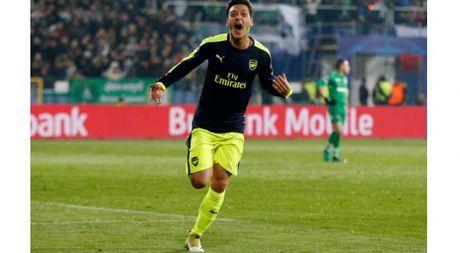 Ozil se la huyen thoai cua Arsenal neu... - Anh 1