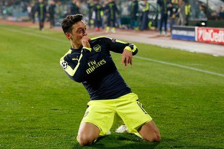 Ozil se la huyen thoai cua Arsenal neu... - Anh 2