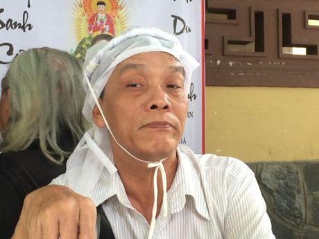 Dong dao nghe si nghen ngao dua 'ma' Ut Bach Lan ve chua An Quang - Anh 13