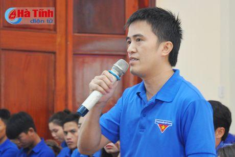 Doi thoai, dinh huong khoi nghiep cho hon 300 DVTN Huong Son - Anh 2