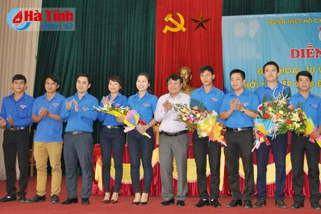 Doi thoai, dinh huong khoi nghiep cho hon 300 DVTN Huong Son - Anh 7