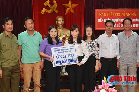 VNPT va TP Thanh Hoa trao tien ho tro dong bao lu lut Ha Tinh - Anh 2