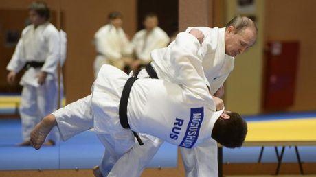 Putin 'danh phu dau' My voi don Judo dia chinh tri - Anh 2