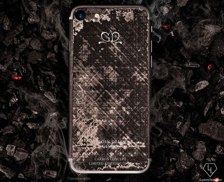 iPhone 7 phien ban soi carbon gia 17.000 USD - Anh 1