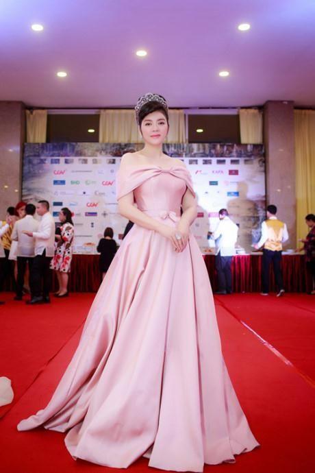 Co cuoc song nhung lua, Ly Nha Ky van phai lam viec vat va nhu the nay! - Anh 4