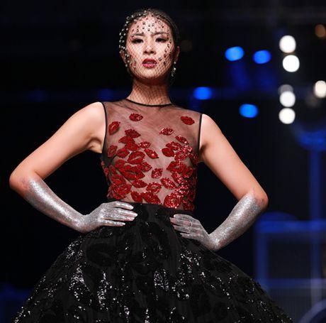 Hoa Hau Ngoc Han 'tha rong' vong 1, lam vedette show Xuan Le - Anh 2
